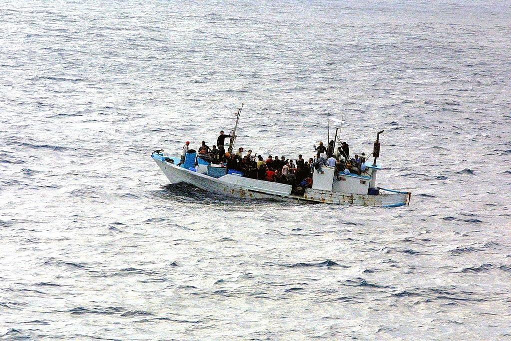 boat, water, refugee-998966.jpg