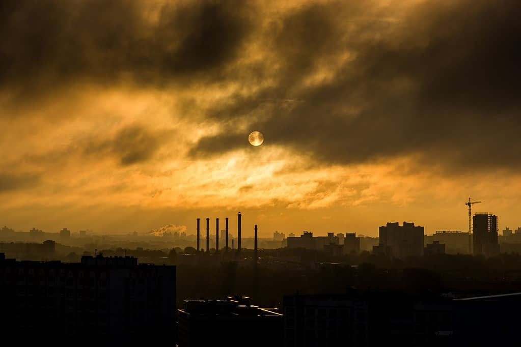 industrial plant, smoke, smog-1149888.jpg