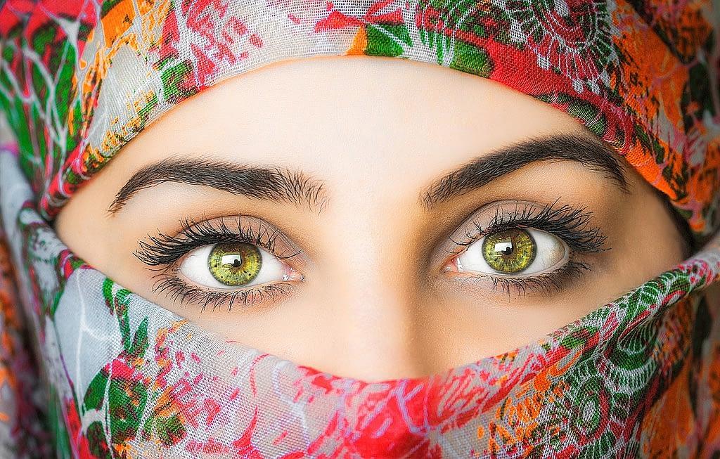 woman, headscarf, exotic-3257307.jpg