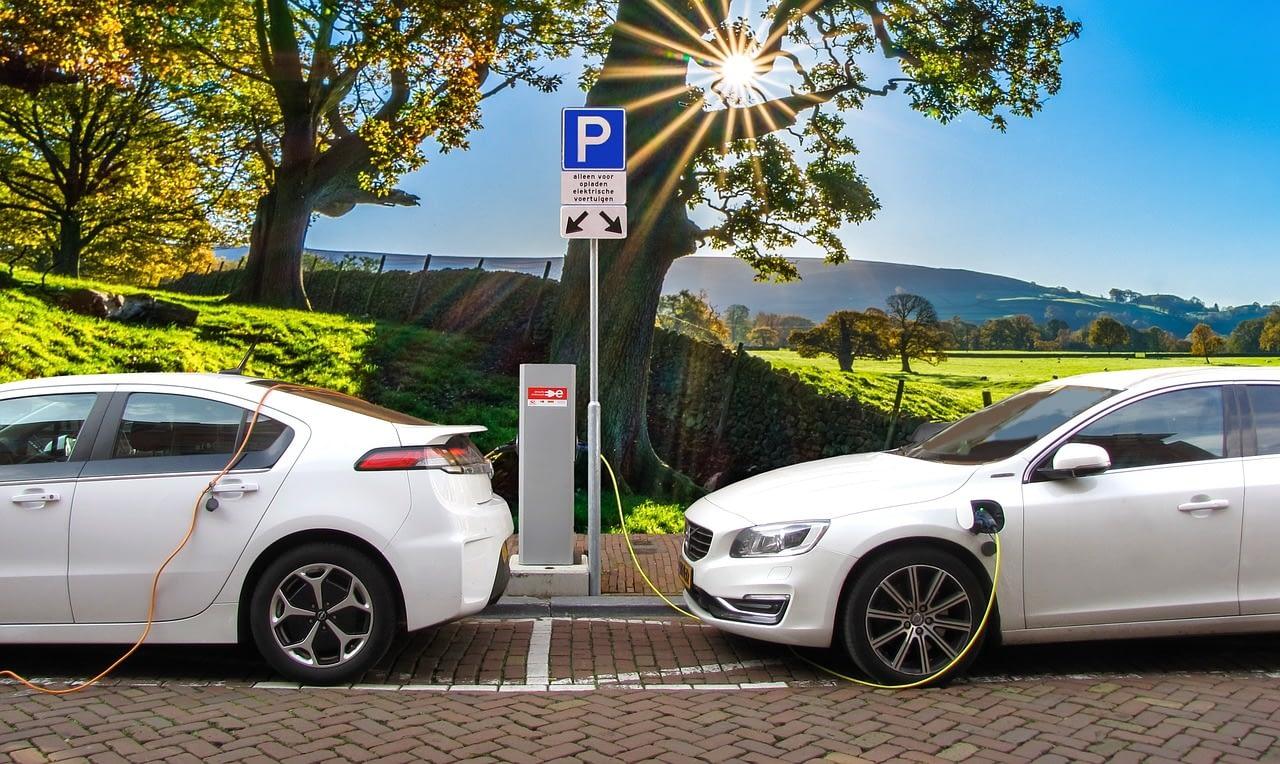car, electric car, hybrid car-3117778.jpg