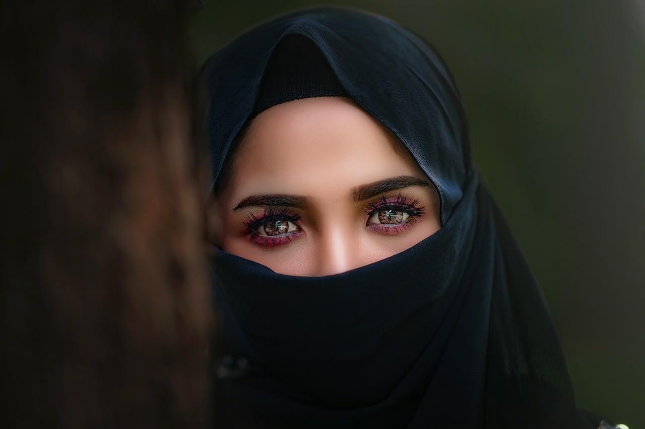 hijab, headscarf, portrait-3064633.jpg